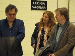 Janne Åström, Annelie Roswall och Lennart Bäck funderar på vart scenen ska byggas i den än så länge tomma industrilokalen på fd Flextronics. Den kommer inte vara tom så länge till...
