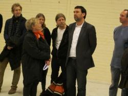 Monica Sparby presenterar Markus Fredén på pressträffen den 2/11. Markus är än så länge okänd för den gotländska publiken, men den 25/2 2011 hoppas vi ändra på det.