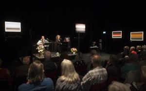 Magnus Linds utställning Horisonter. Vernissagespelning av Magnus Lind & Marie Nilsson Lind. Länsteatern juni 2017. Foto: Stig Hammarstedt