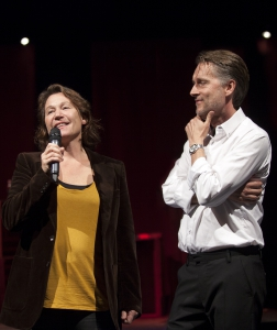 Thomas Sundström avslöjar på teaterns höstsamling att Karin Kickan Holmberg kommer regissera en barn- och familjeföreställning på Länsteatern våren 2016. Foto: Stig Hammarstedt