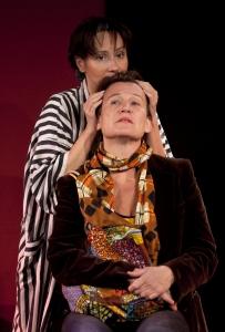 Martyna Lisowska och Karin Kickan Holmberg visar del ur ENSAMMA MEN TILLSAMMANS på teaterns höstsamling 2015. Foto: Stig Hammarstedt