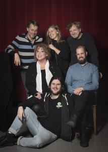 Mina Drömmars Land, Ensemble (Marie NilssonLind, Lee Gotvik, Lennart Bäck, Erik Törner och Joel Kant) och regissör Thomas Sundström, Länsteatern 2018. Foto: Anna Sundström