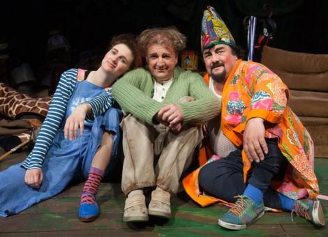 Ensemblen; Maria Lindström (Masarin), Lennart Bäck (Dartanjang) och Thomas Jankert (Loranga). Foto Stig Hammarstedt