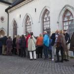 Kön ringlar runt Berggränd inför öppnandet av höstsamlingen. Foto: Stig Hammarstedt