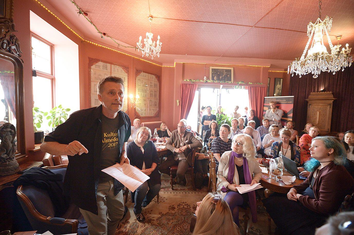 Thomas Sundström på Folk och Kulturs salong, foto av José Figueroa. Bilden är tagen under Kultur i Almedalen 2017